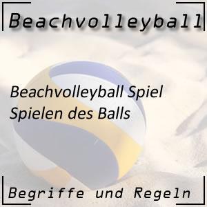 Beachvolleyball Spielen des Balls